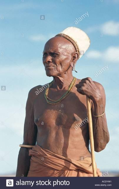 bald tribal leader rendille-elder-an-important-man-and-tribal-leader-korr-northern-kenya-ACDYW1